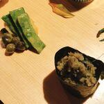 一如庵 - 茄子のなめろうの軍艦巻き(右手前) 筒井蓮根、むかご、いんげんの辛子味噌和え(左奥)
