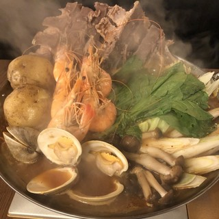 今の季節にぴったり!味噌×鶏ガラスープが絶品【特製発酵鍋】