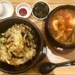 金金醤 - 料理写真:「チーズ石焼きビピンパ」@970+「ミニ  スン豆腐」@330(税別)  生卵、韓国海苔、コチュジャン付き