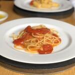 119732357 - アメーラ(フルーツトマト)とフレッシュトマトのスパゲッティ