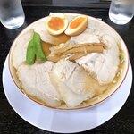 119749753 - 煮卵入りチャーシューもも肉そば ¥950税別
