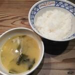 ビストロ フライデーソックス - ふかふかのご飯とお味噌汁はおかわり自由。