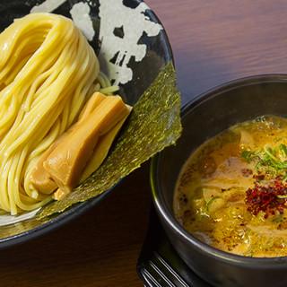こだわりのモチモチ自家製麺は、濃厚なスープとよく絡みます♪