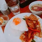 119764369 - 日替わりメニュー 豚肉と春雨の炒め物 生春巻とスープつき 全景