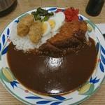 カレーハウス ピヨ - 「カキフライカレー」600円にチキンカツ150円をトッピング