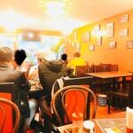 ハ ノイ レストラン - お客さんは外国の方が多いかな