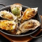 焼き牡蠣 各種 1ピース350円、3種盛り合わせ999円、5種盛り合わせ1600円