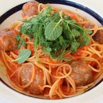 モッツァレラとミートボールのトマトソーススパゲッティ