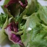 よろずや - 付け合わせのサラダは薄めのドレッシング