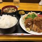 119777762 - 金曜日日替わりの「とんかつ定食」ご飯大盛りも同額、税込み600円です(2019.11.15)