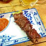 弁慶  - 和牛ハラミ串(¥350)。焼き加減はかなりレアで、ふっくら&ジューシー!