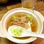 弁慶  - 牛煮込(¥450)。スープは胡麻油の風味で、決して塩辛くなく、具材の旨味を引き出す