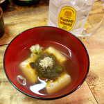 弁慶  - もち煮(¥250)。おでんの出汁とおぼろ昆布の旨味、最強タッグ!