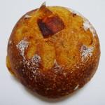 イロハベーカリー - セミドライトマトのパン(\190、2012年3月)