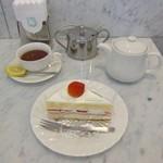 119784567 - 紅茶はポットサービスです♪