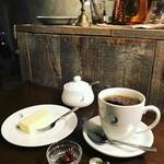 ムーン ファクトリー コーヒー - 中煎りブレンド¥850(マグ)  自家製チーズケーキ¥600