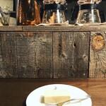 ムーン ファクトリー コーヒー - 自家製チーズケーキ¥600