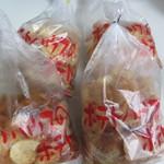 ポテトハウス - 私はこの中から一袋350円のポテチを4種類選んで本社へのお土産にしました。