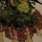 タツミ - とろける旨味の牛トウガラシのレア焼き サラダ仕立て