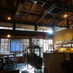 しまカフェ 江のまる - 雑貨コーナー併設