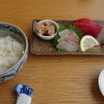 ととんちゅう - お刺身とご飯