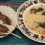 シルクロード料理 ブドウエン - 料理写真:シシカバブー360円、ポロ(普通) 680円