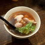 119800628 - とり梅スープ(¥400)。鶏肉たっぷり、梅干が丸ごと2個入ってさっぱり味! これは気に入った