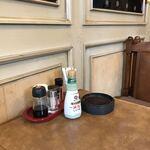 喫茶クッキー - 全席喫煙可 ※灰皿には、コーヒー豆が入るタイプ
