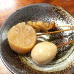 萩の茶屋 - 牛すじ・大根・玉子(3串¥330)。おでんは出汁しみしみだが、決して塩辛くなく、西日本らしい出汁の香りを感じる