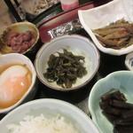 宿房 あそ - 【辛子高菜・金平牛蒡・蕗の煮浸し・温玉・煮豆】