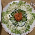 銀華亭 - 「サラダ」上から。ビッシリと盛られ、ふんだんにドレッシングが掛けられたその総重量(実測値)は 360g。通常時に配膳される添え物としてのサラダの 5人前分 と言うことになろう。