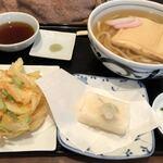 うどん浮内 - 料理写真:きつねうどん690円・揚げ餅120円 野菜かき揚げ300円