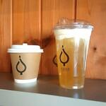 フイゴ ブラックスミス コーヒー - ドリンク写真:かりがね焙じ茶チーズティとスパイスチャイ