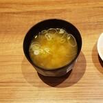 すためし - 味噌汁具は長葱と若芽