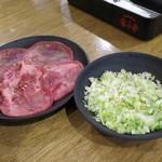 七輪焼肉 安安 - ネギ塩牛タン_590円