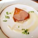 119827180 - 金目鯛のソテー ジャガイモのピューレと生ピーナッツソース