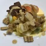 oldway stew restaurant - デザートのスフレとチョコレートケーキのアイス、フルーツのせ。