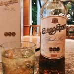 Baan Khanitha & Gallery - センソン:タイのラム酒みたいな大衆蒸留酒。