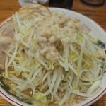 ラーメン神豚 - 料理写真:小ブタ980円。野菜アブラ。