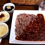 11985436 - 生姜と豆の薬膳カレーを八穀米で