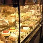 パティスリーヴィヴィエンヌ - ショーウィンドウのケーキたち 1