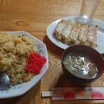 下町ラーメン - チャーハン大盛りと餃子