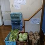 和寒雪割そば - 店入口で野菜・米販売