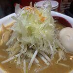 らーめん蓮 - 味玉味噌らーめん950円(野菜増サービス)