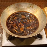 """レンゲ - """"キツブナラタケ"""" と """"牛蒡"""" と """"上海蟹のコンソメスープ"""" の鍋"""