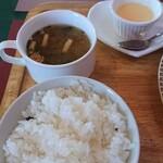 くまキッチン - ご飯、味噌汁、プリン