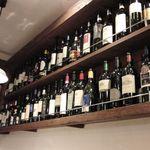 11988341 - ボトルが並ぶ店内