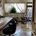 光陽飯店 - カウンター席とテーブル席