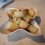 11989960 - お代わりで供された「バタートーストのバケット」