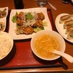 上海小龍包 石庫門 - 料理写真:油淋鶏と餃子セット